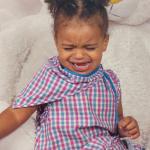 Criança com transtorno de ansiedade podem sentir sintomas físicos
